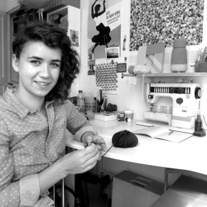Faustine dans son atelier.
